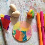 Dyeing wooden eggs